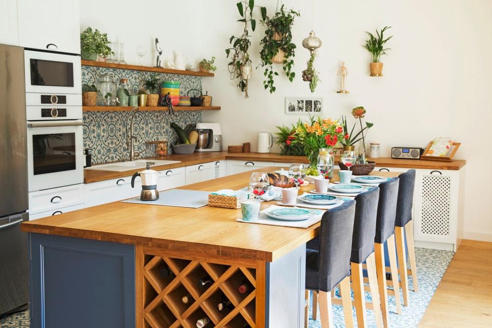 Cucine classiche cappe retr o in acciaio per uno stile - Decorare la cucina ...