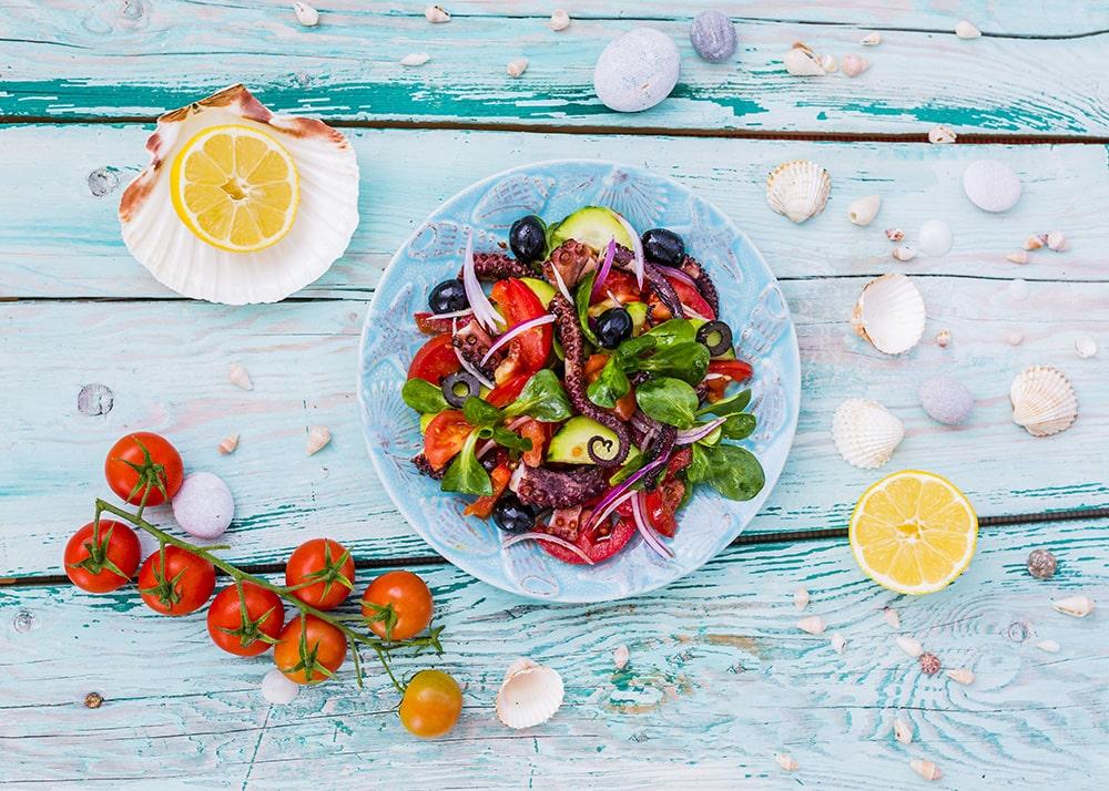 Nella cucina in stile mediterraneo si mangia ma soprattutto ci si incontra
