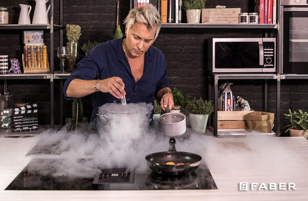 La ricetta per preparare la Zuppa di pesche al Passito con gelato all'amaretto - Faber