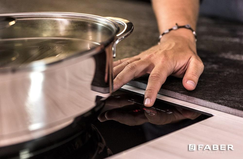 La ricetta per cucinare la Rana Pescatrice con pancetta, spinacini e salsa barbecue di Andrea Mainardi - Faber