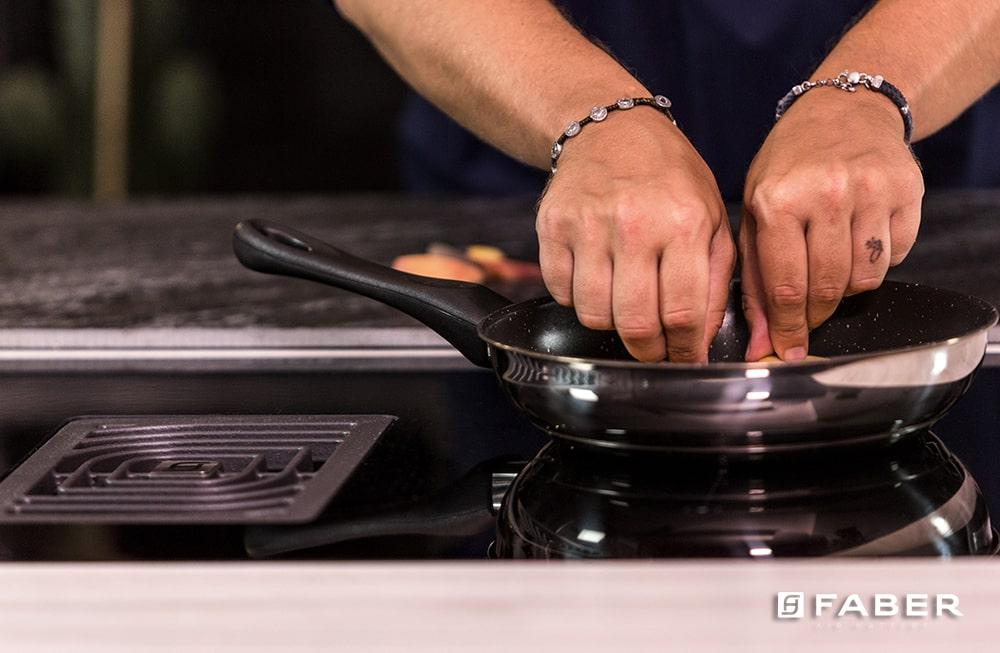 La ricetta per preparare le Costine arrosto con patate di Andrea Mainardi - Faber